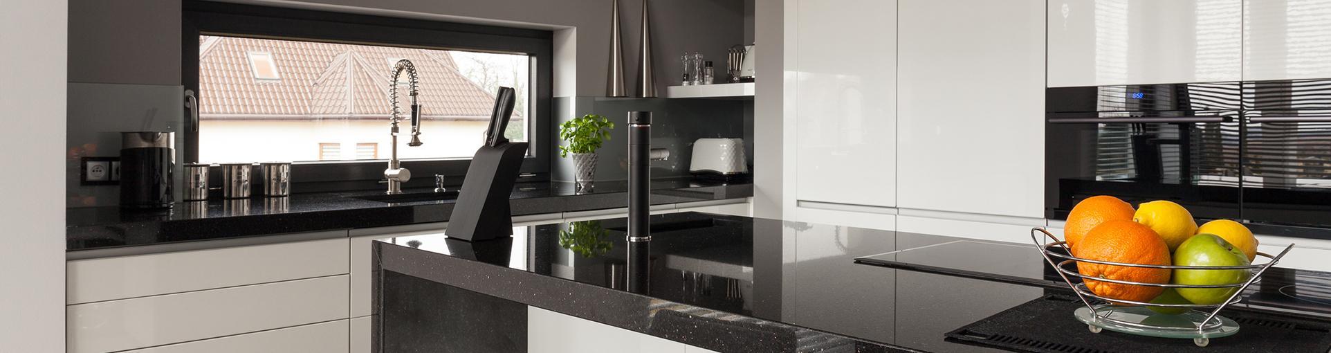 Kuchnia w kolorach czerni i bieli